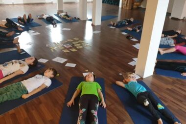 Kurzy jógy pro mladší školní děti